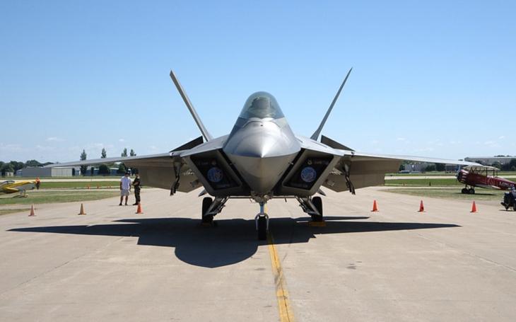 F-35 pro Spojené arabské emiráty a F-22 pro Izrael jako prolomení ,,historické bariéry&quote;?