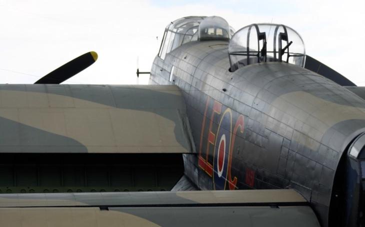 Nezničitelný letec RAF: přežil pád z výšky 5 400 metrů bez padáku, popálení kyselinou a otravu chlorem