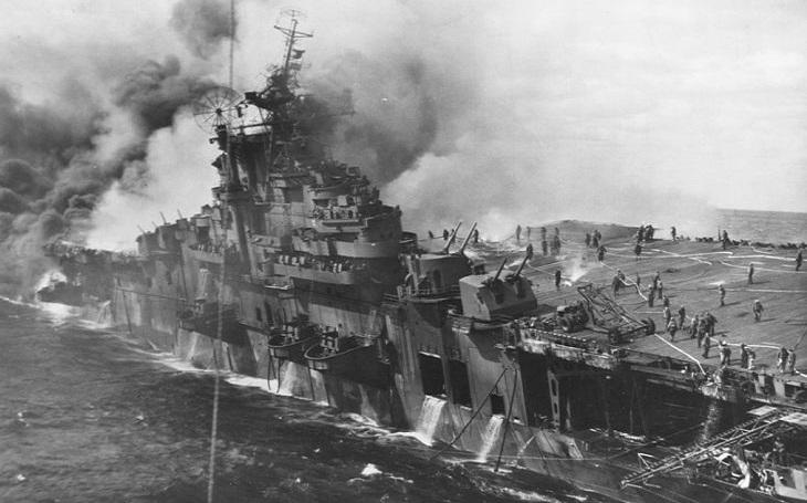 Nejvíce poškozená letadlová loď vůbec. USS Franklin přežil i japonské ,,peklo&quote;
