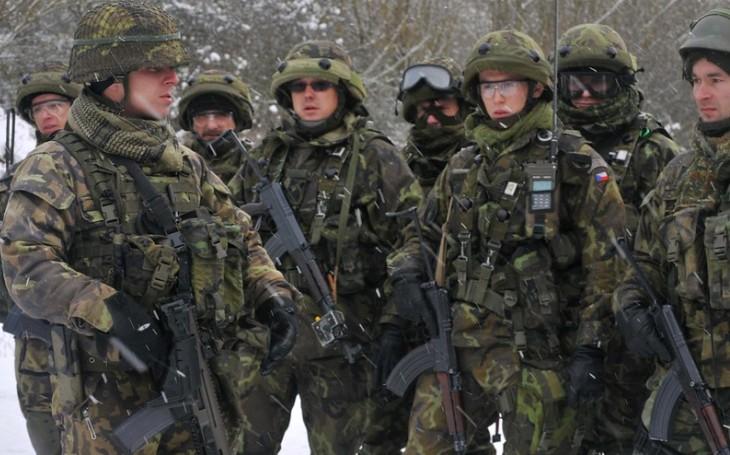 KOMENTÁŘ: 31 let po sametové revoluci nám komunisté diktují. Co by hrozilo snížením rozpočtu na obranu?