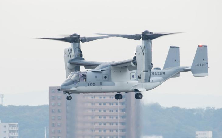 Zahájení letového provozu konvertoplánu V-22 na vojenském letišti v japonském Kisarazu