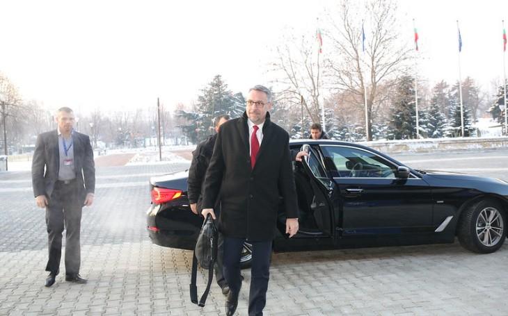 Škrty ohrožují naší obranyschopnost Nikdy se nesmí opakovat, řekl na velitelském shromáždění ministr obrany Metnar