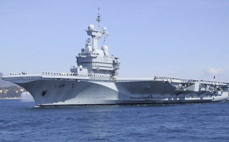 Nová francouzská letadlová loď: Větší a těžší, na jaderný pohon a s elektromagnetickými katapulty od USA