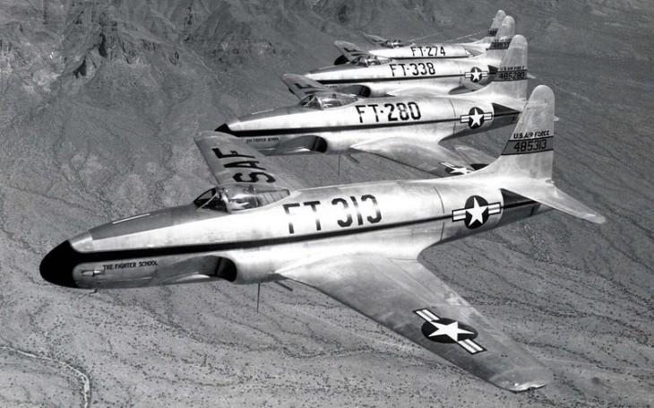 Sovětské letiště zasypaly v roce 1950 americké bomby. Navigační chyba, prohlásily USA a omluvily se za zničení vlastních stíhačů