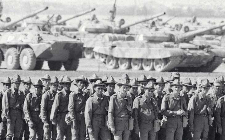 Na Štědrý den roku 1979 napadl Sovětský svaz Afghánistán. O devět let později odcházeli vojáci s ostudou
