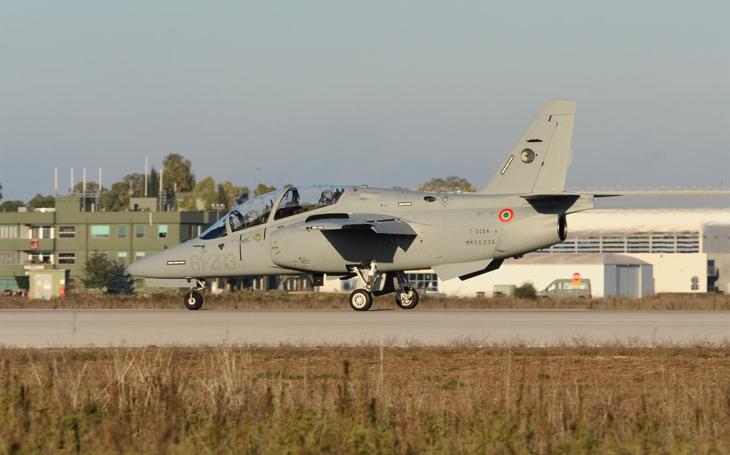Italské letectvo dostalo první dva cvičné proudové letouny T-345