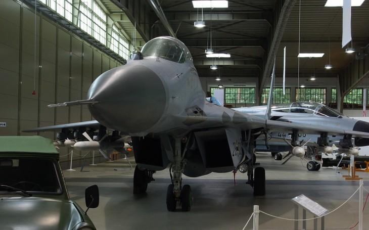 VIDEO: Ruští blogeři se dostali dírou v plotě do továrny na MiGy. Co zde našli?