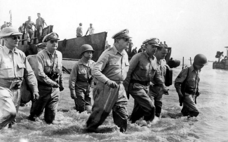 Zběsilý úprk generála MacArthura: Z japonského obklíčení na Filipínách pryč na torpédovém člunu