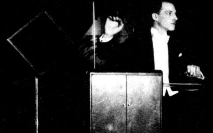 Geniální ruský vynálezce Těrmen vytvořil bezpečnostní systém pro Alcatraz, ,,odměnou&quote; mu byl gulag