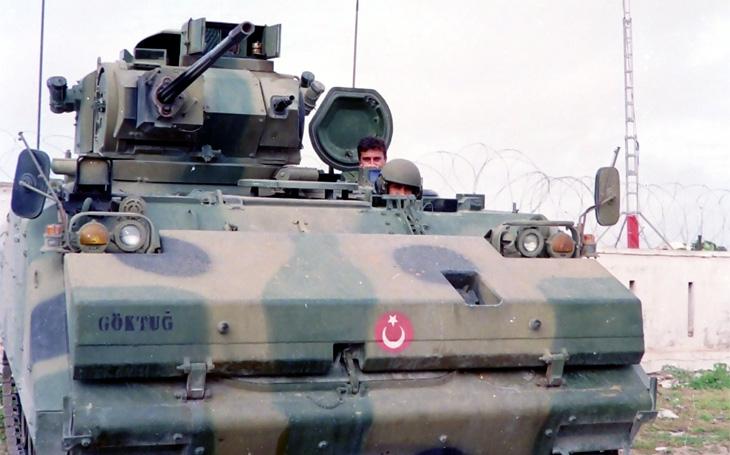 Letos má v prvních hodinách případného konfliktu s Ruskem státy NATO bránit Erdoganovo Turecko