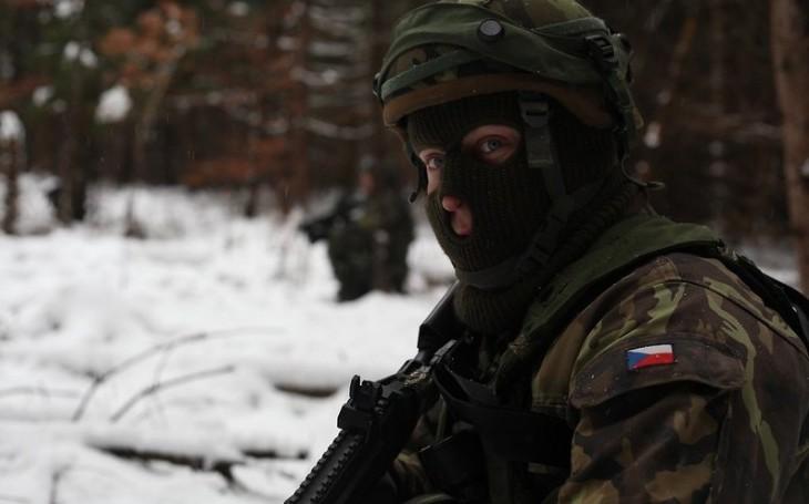 KOMENTÁŘ: Moderní armádu potřebujeme, komunistické požadavky snižují naši obranyschopnost