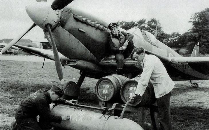 Pivo jako nezbytnost. Spitfiry jím zásobovaly vyloděné Spojence v Normandii