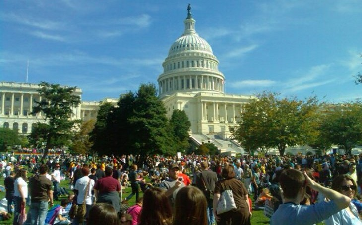 KOMENTÁŘ: Ochrana amerického Kapitolu byla trestuhodně podceněna