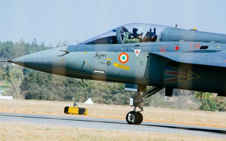 Indie nakoupí 83 stíhacích letounů Tejas v největší domácí zakázce, posiluje vlastní kapacity