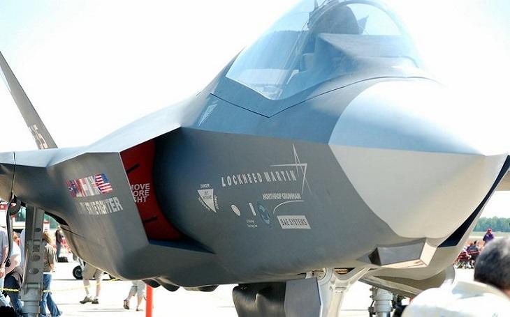 Potvrzeno. Spojené arabské emiráty podepsaly velký kontrakt na dodávku 50 letounů F-35. Nový americký prezident chce přezkoumat podmínky dohody