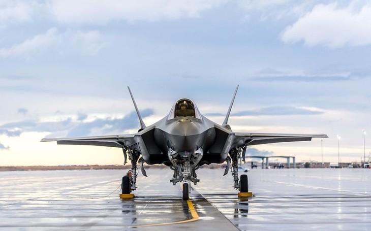 Biden pozastavil dohodu o dodávce letounů F-35 Spojeným arabským emirátům. Chce přezkoumat i další vojenský kontrakt z Trumpovy éry