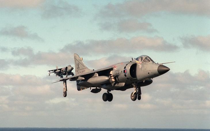Když pilot Harrieru přistál na kontejnerové lodi, její majitelé dostali na britský stíhač zálusk