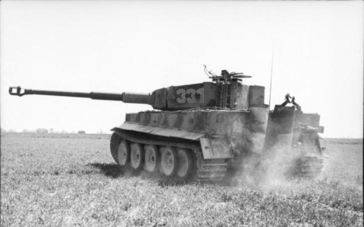 Německý tank Tiger legendárního Otto Cariuse sestřelil sovětský letoun kanónem