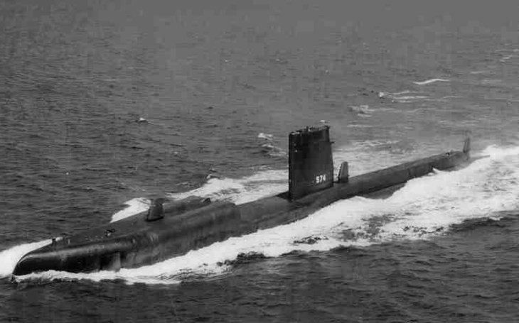 Nosič jaderných střel, neúspěšná záchrana zajatců a natření naoranžovo. Neobyčejná odysea americké ponorky USS Grayback