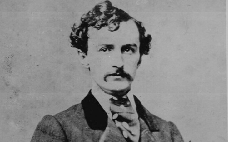Neúspěšný herec zabil prezidenta Lincolna. Řekněte matce, že jsem zemřel za vlast, hlesl vrah, než sám zemřel