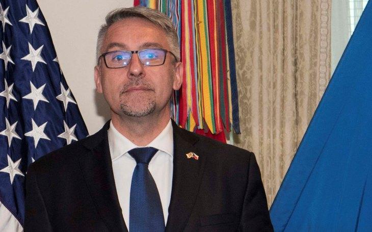 Metnar hrozí rezignací, pokud obrana nedostane zpět slíbených 5 miliard