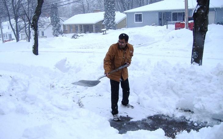 Policejní humoresky - Odcizení hrabla na sníh je činem přímo odporným