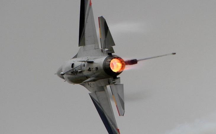 F-35 není univerzálním řešením. USAF uvažuje nad pořízením stíhače 4,5 generace, který by nahradil F-16