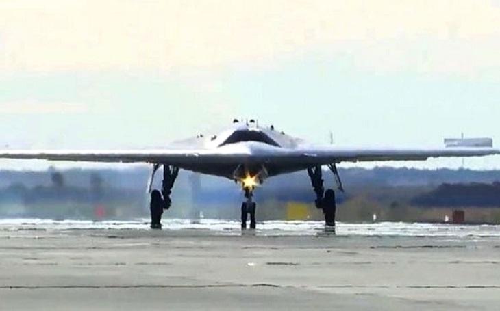 Ruská úderná síla: Nový dron S-70 Ochotnik bude operovat v leteckých plucích s Su-57