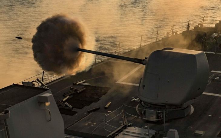 Nový torpédoborec US Navy zajistí, že žádný nepřátelský cíl nebude mimo dosah a v bezpečí