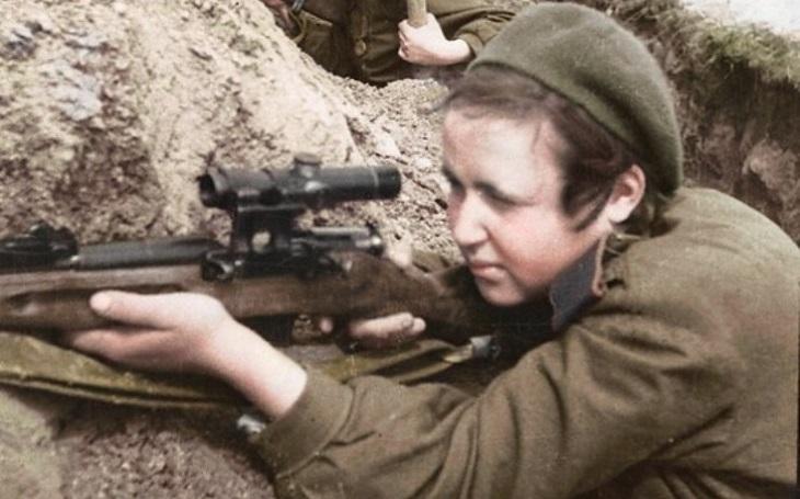 ,,Sebevražedný polibek&quote; nacistickému nepříteli. Sovětské sniperky vzaly v bezvýchodné situaci s sebou do hrobu i německé vojáky