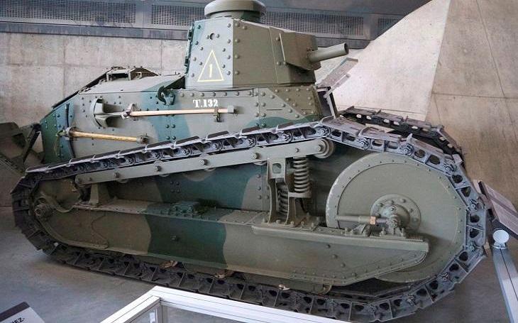 M1917 - Tank, který vycházel z legendárního FT-17. Na válčiště se však už nedostal