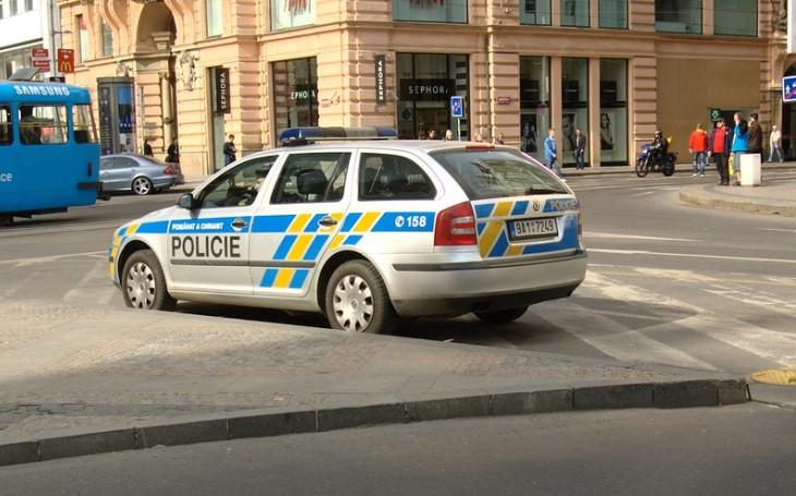 KOMENTÁŘ: Policisté jsou stále stejní, i v pandemii dělají svou práci. Nevybíjejme si na nich svou frustraci