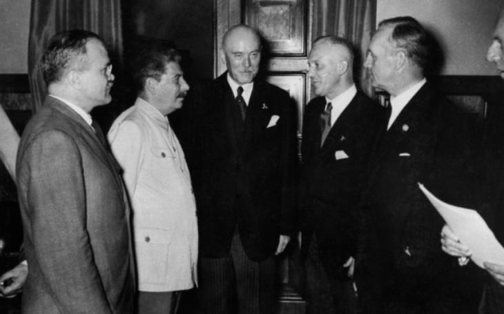 Odbojný německý diplomat věřil v mírové soužití se Sovětským svazem. Za pozdější spiknutí ho čekal provaz