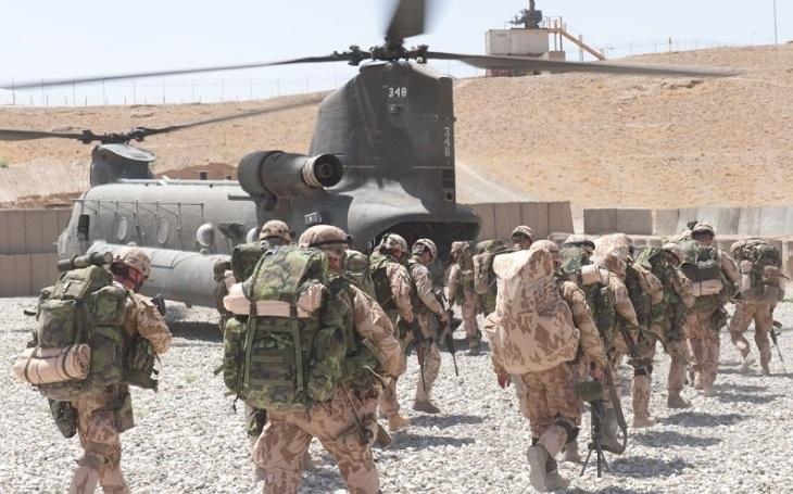 Místo obrany teritoria se armáda stává výsadkovou velmocí. Co bude s modernizací pozemních sil?