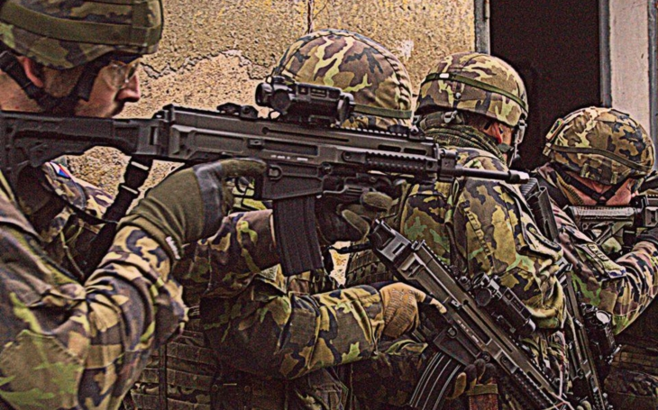 Aktivní záloha AČR - užitečný &quote;sociální experiment&quote;, armáda nedělá rozdíly, ženy rychle zapadnou, říká velitel družstva