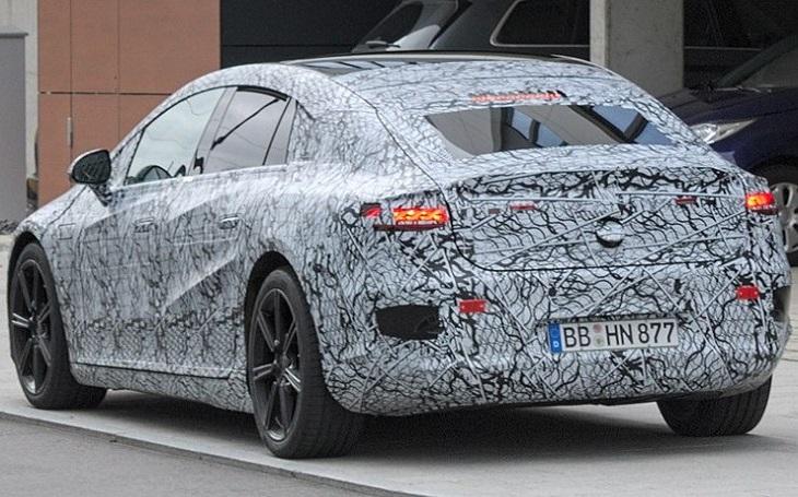 Dojezd Mercedesu EQS se zvýšil na skoro 800 kilometrů
