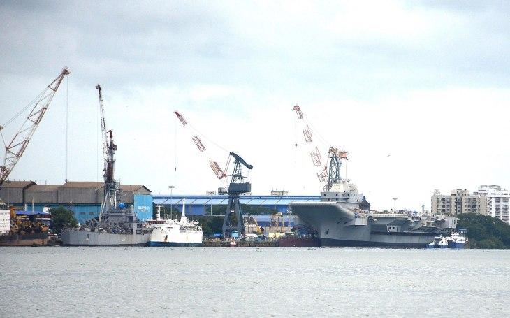 Indická obrana proti Číně? 6 nových jaderných ponorek a letadlové lodě