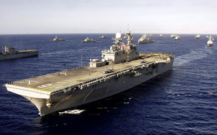 VIDEO: Americké námořnictvo vyřadilo ze služby vrtulníkovou výsadkovou loď USS Bonhomme Richard