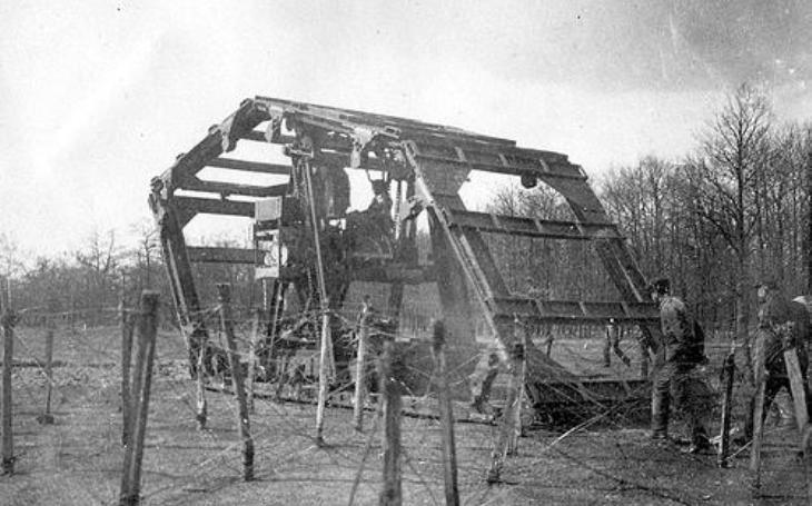 Z francouzského experimentálního vozidla nakonec hrůza nešla. Boiraultův stroj ,,zařízlo&quote; ministerstvo války