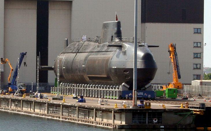 VIDEO: Na vodu byla spuštěna nová britská jaderná ponorka  Anson