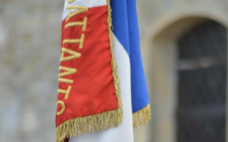 Generálové ve výslužbě varují francouzské politiky před občanskou válkou - vyzývají k obraně civilizačních hodnot, kultury a tradic