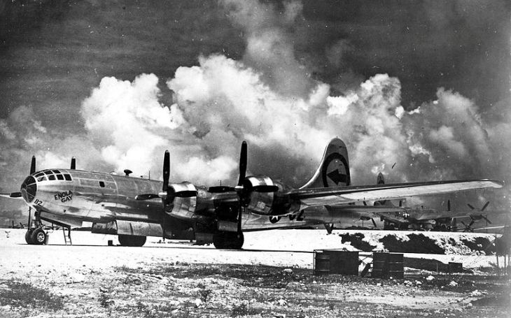 VIDEO: Svrhl atomovou pumu na Hirošimu. Jak nakonec skončil bombardér B-29 Enola Gay?