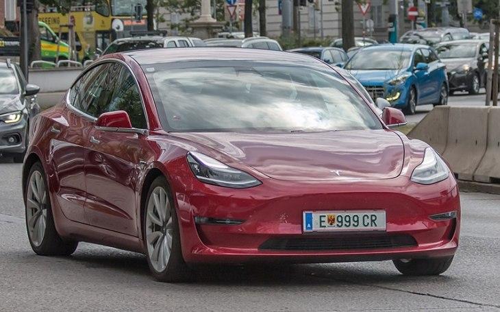 VIDEO: Zažívají čínští vlastníci automobilů Tesla policejní šikanu?