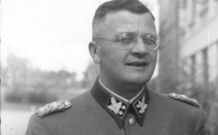 Nemilosrdný nacista Erich von dem Bach-Zelewski: Nařídil popravu 35 000 Židů v Rize, utopil v krvi Varšavské povstání. Po válce unikl jen o vlásek vydání do SSSR