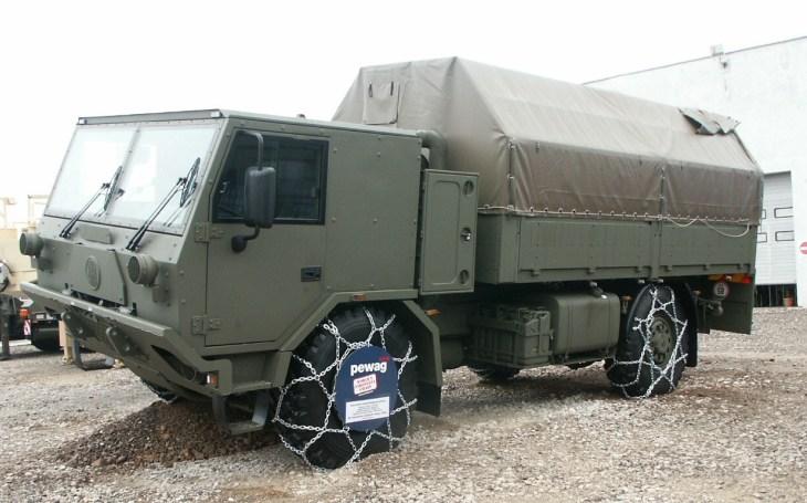 Ministerstvo obrany uzavřelo smlouvy na novou techniku. Armáda dostane i 16 valníkových vozidel TATRA typu T-815