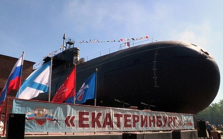 VIDEO: Ruské námořnictvo se loučí s jadernou ponorkou Jekatěrinburg. Po 36 letech služby ji čeká vyřazení
