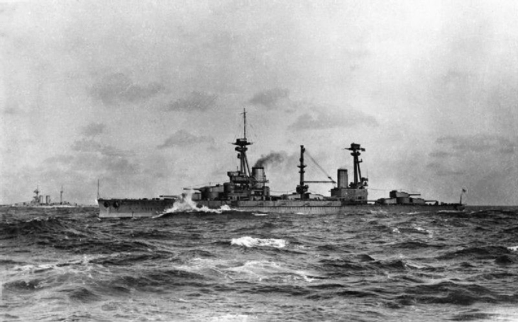 Bože, vybuchla nám další bitevní loď – ne, to jen HMS Agincourt vypálila u Jutska ze svých 14 děl