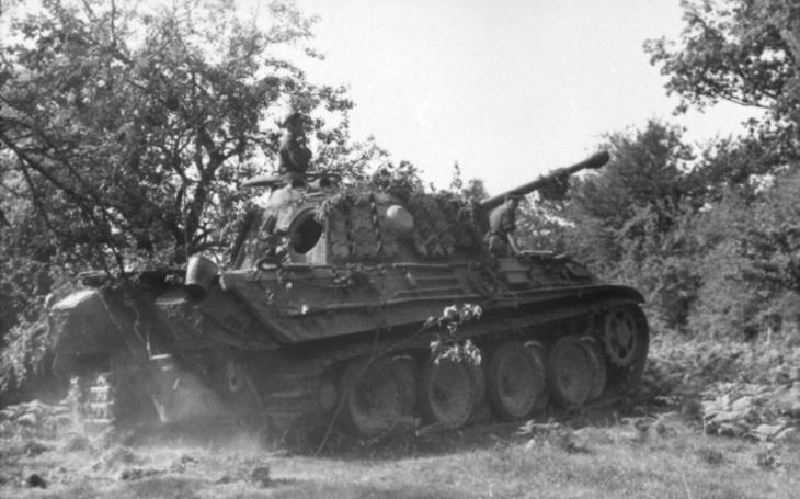 Když Britové testovali nespolehlivý německý Panther ukořistěný Sověty u Kurska, vybuchl mu motor