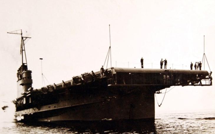 Wolverine a Sable - jezerní letadlové lodě se s nepřítelem neutkaly přímo, ale svou práci odvedly