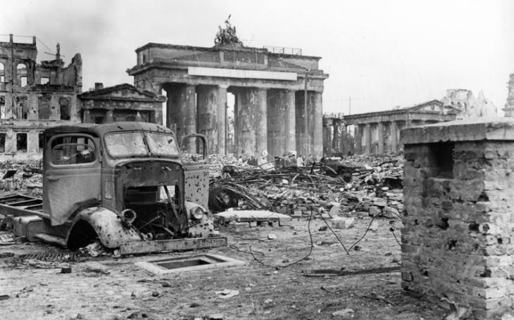 Americký plán uspořádání poválečného Německa měl vrátit poražený stát do ,,doby kamenné&quote;. Ponížení se nakonec nekonalo